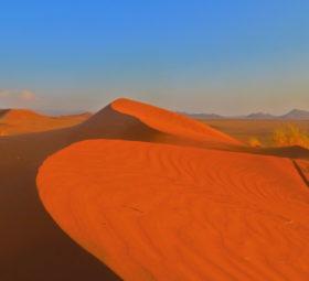 Sanddünen in Sossusvlei im Abendlicht