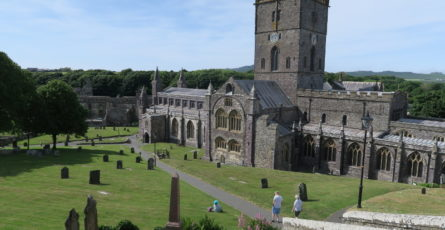 Die enorme Kathedrale in St. Davids in Pembrokeshire